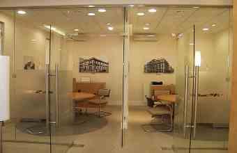 стекляные перегородки в офисе